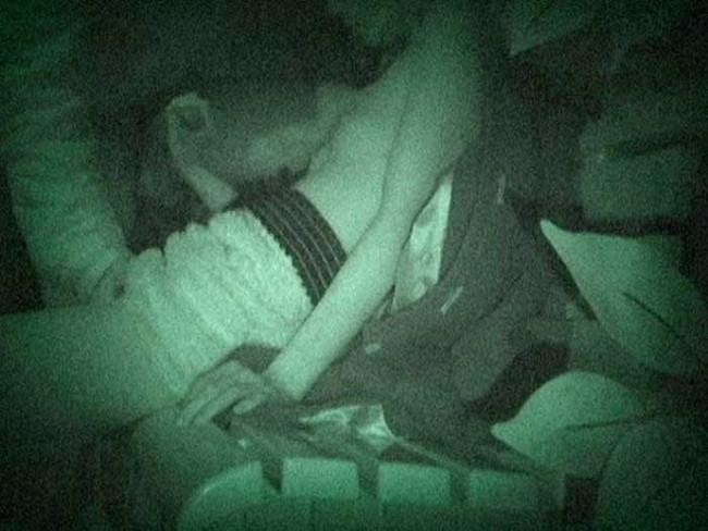 【ヌード画像】公園での素人SEXを赤外線盗撮した画像集!盗撮されようが蚊に刺されようがとにかくSEX!ww(50枚) 31