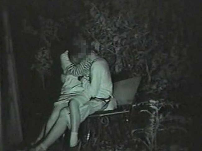 【ヌード画像】公園での素人SEXを赤外線盗撮した画像集!盗撮されようが蚊に刺されようがとにかくSEX!ww(50枚) 47