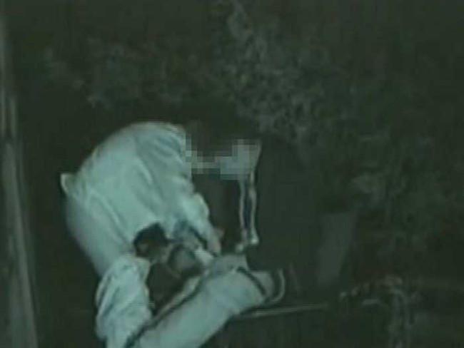 【ヌード画像】公園での素人SEXを赤外線盗撮した画像集!盗撮されようが蚊に刺されようがとにかくSEX!ww(50枚) 48