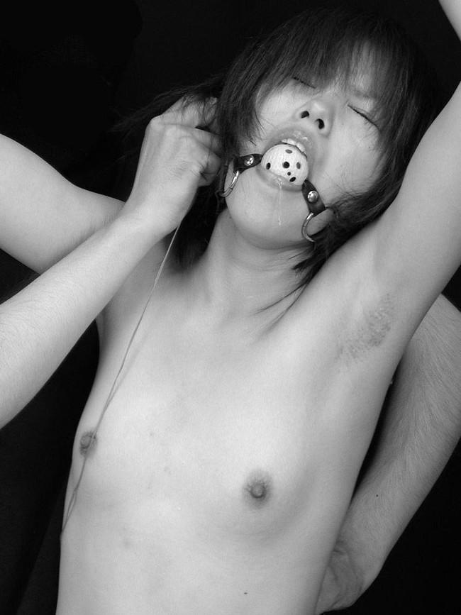 【ヌード画像】猿轡(さるぐつわ)加えさせられてるオンナのヌード画像が超ドSで超ドエロ!よだれが止まらない画像集!(50枚) 15
