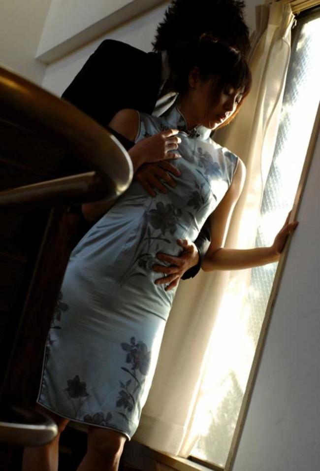 【ヌード画像】チャイナドレスってきらいな野郎はいないよな!スリットとパツパツ具合にコーフンするチャイナドレス画像集(50枚) 48