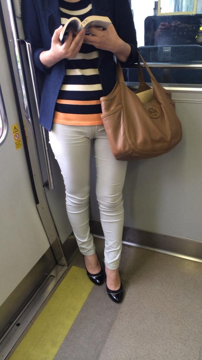 【ヌード画像】パッツパツのパンツだかレギンスだかを履いて街を普通に歩いてるオンナって死ぬほどエロいのに気付かないの?的画像集(50枚) 03