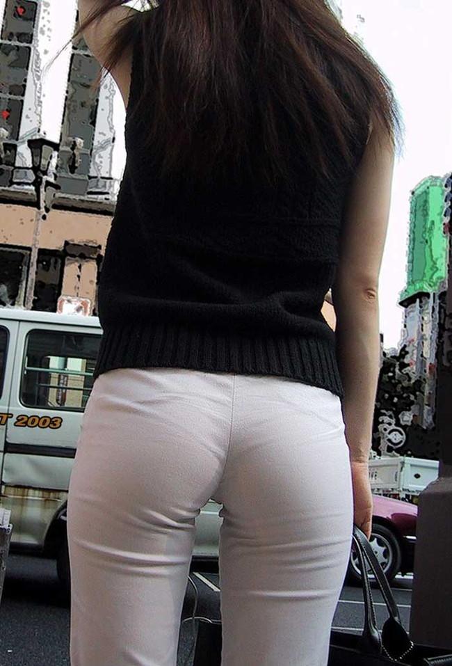 【ヌード画像】パッツパツのパンツだかレギンスだかを履いて街を普通に歩いてるオンナって死ぬほどエロいのに気付かないの?的画像集(50枚) 19