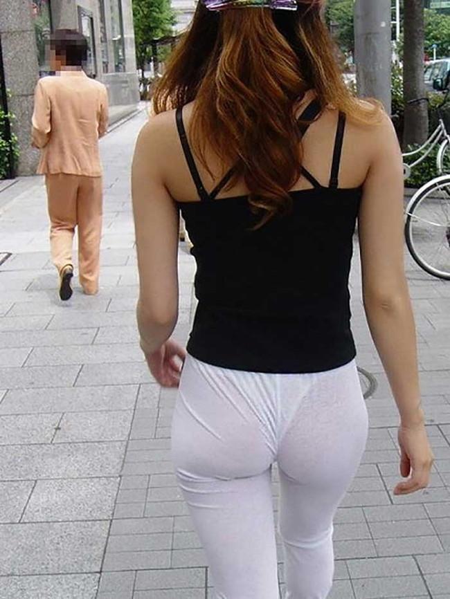 【ヌード画像】パッツパツのパンツだかレギンスだかを履いて街を普通に歩いてるオンナって死ぬほどエロいのに気付かないの?的画像集(50枚) 25