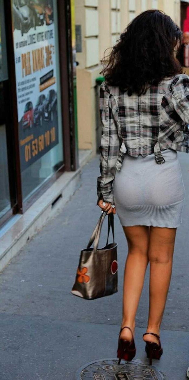 【ヌード画像】パッツパツのパンツだかレギンスだかを履いて街を普通に歩いてるオンナって死ぬほどエロいのに気付かないの?的画像集(50枚) 39