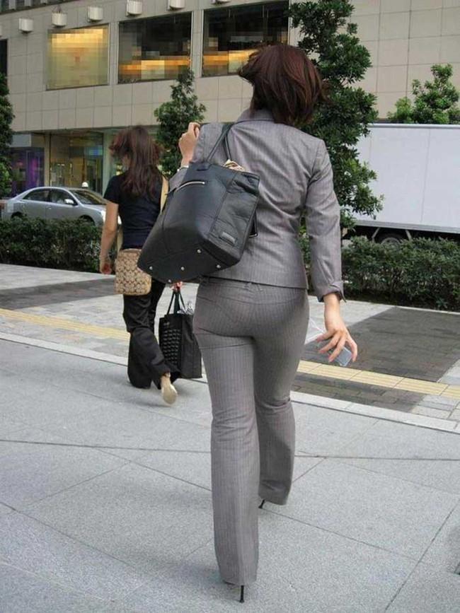 【ヌード画像】パッツパツのパンツだかレギンスだかを履いて街を普通に歩いてるオンナって死ぬほどエロいのに気付かないの?的画像集(50枚) 48