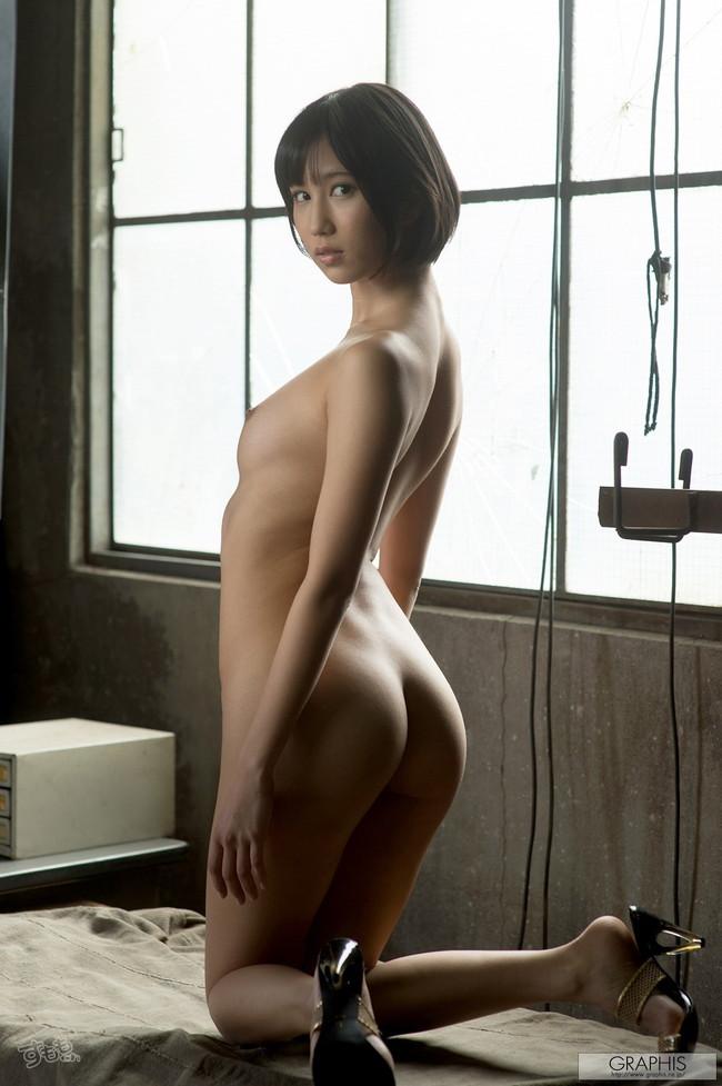 【ヌード画像】最強のショートボブAV女優湊莉久のワビサビのある超エロいヌード画像を集めたら究極にエロくなった!(50枚) 32
