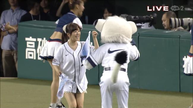 【ヌード画像】女の子が野球のユニフォーム着ると想像以上にエロくなるという事を女性自身はまだ知らないのだろうか?野球ユニのセクシー画像(50枚) 50