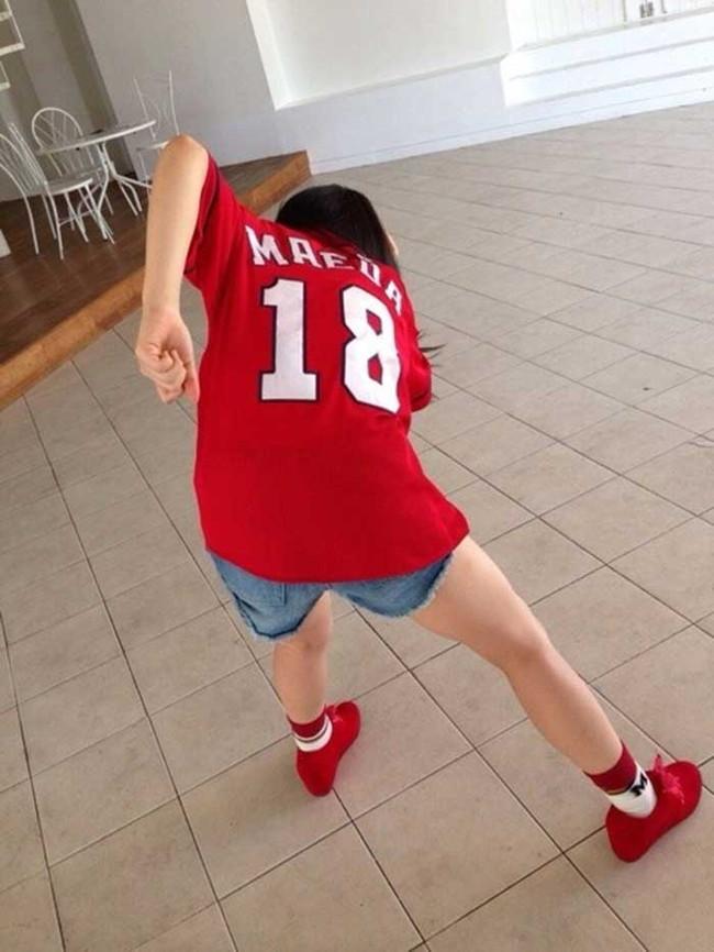 【ヌード画像】女の子が野球のユニフォーム着ると想像以上にエロくなるという事を女性自身はまだ知らないのだろうか?野球ユニのセクシー画像(50枚) 18