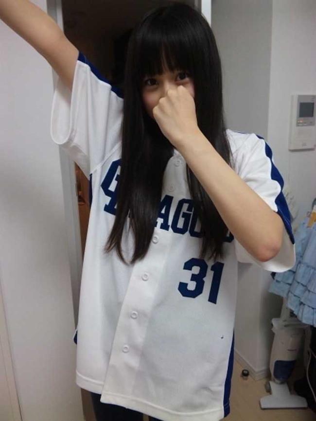 【ヌード画像】女の子が野球のユニフォーム着ると想像以上にエロくなるという事を女性自身はまだ知らないのだろうか?野球ユニのセクシー画像(50枚) 22