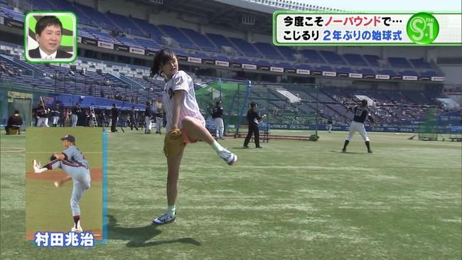 【ヌード画像】女の子が野球のユニフォーム着ると想像以上にエロくなるという事を女性自身はまだ知らないのだろうか?野球ユニのセクシー画像(50枚) 32