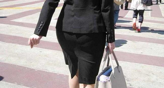 【ヌード画像】エロい!エロいぞリクルートスーツ!この初々しさとぴったりお尻のギャップ感がたまりません!(50枚) 48