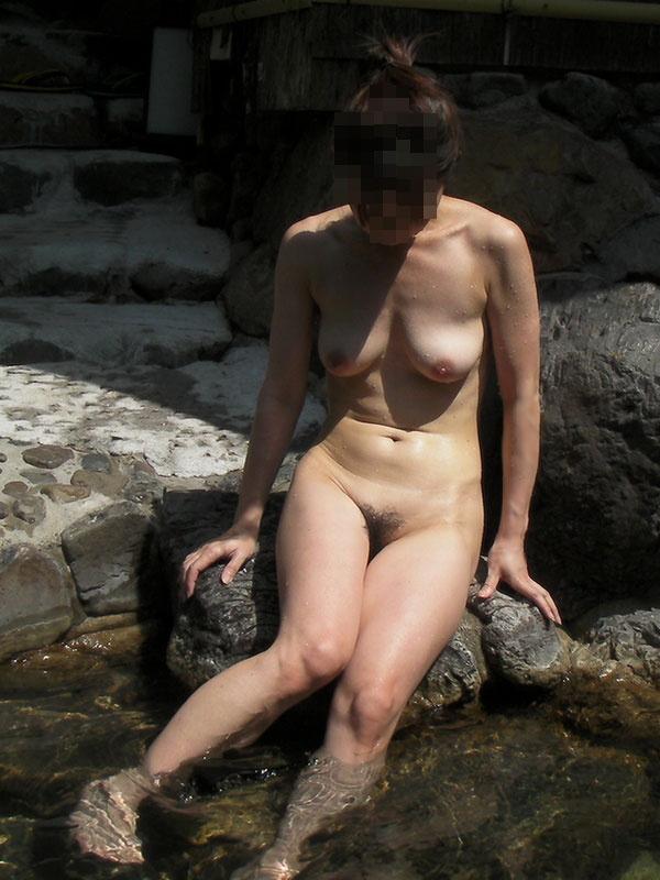 【ヌード画像】混浴露天風呂でタオルすら巻かない露出狂の素人画像(30枚) 22