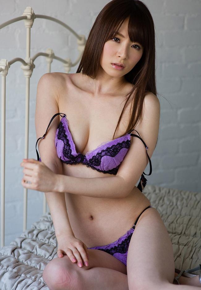 【ヌード画像】スタイル抜群の女性が下着姿でポーズを取ったら(35枚) 10