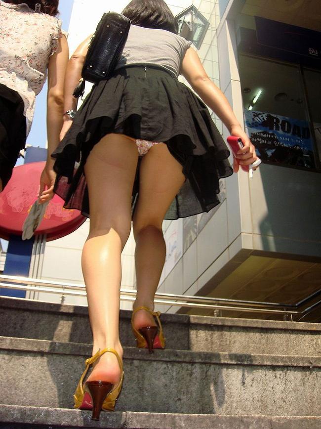 【ヌード画像】前屈み+ローアングルによるパンチラ・美尻・太もも(30枚) 03