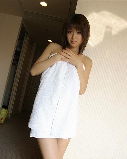 【ヌード画像】バスタオルやバスローブで見えないもどかしさ(31枚) 20
