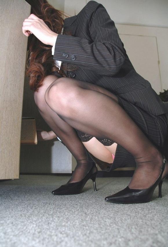【ヌード画像】誘惑が強すぎるOLの着衣パンスト美脚(31枚) 03