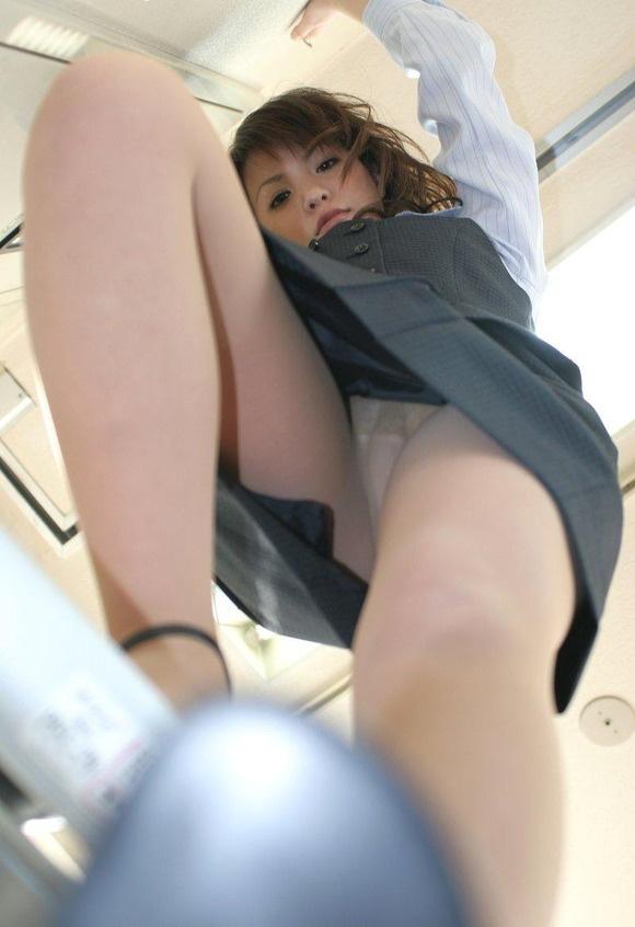 【ヌード画像】誘惑が強すぎるOLの着衣パンスト美脚(31枚) 19