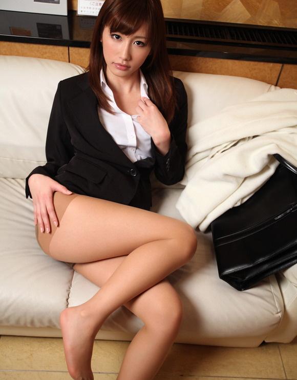 【ヌード画像】誘惑が強すぎるOLの着衣パンスト美脚(31枚) 22