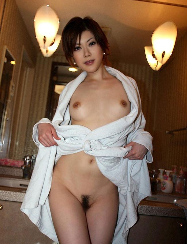 【ヌード画像】バスタオルやバスローブから覗く全裸体(30枚) 10