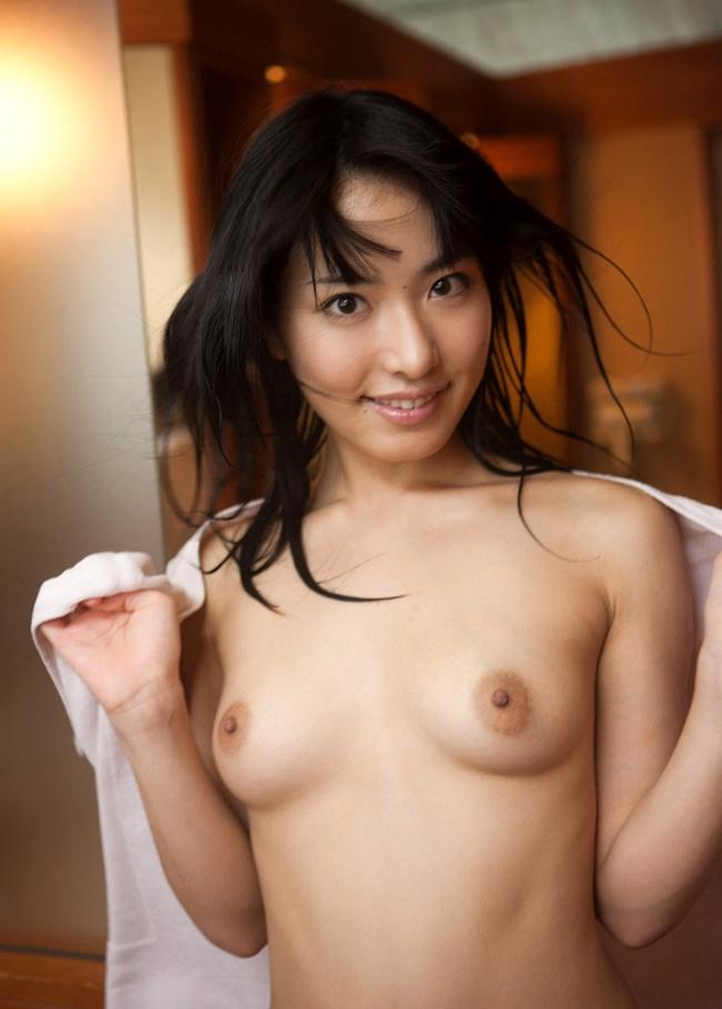【ヌード画像】バスタオルやバスローブから覗く全裸体(30枚) 25