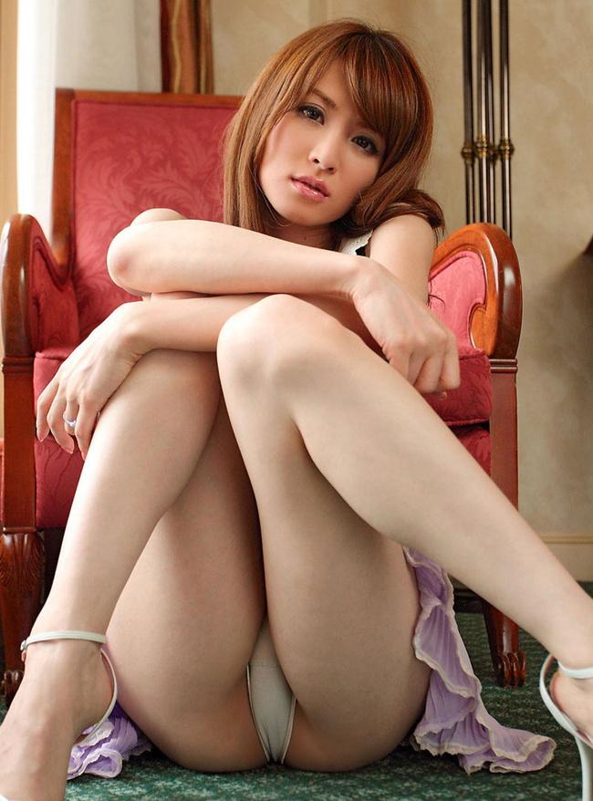 【ヌード画像】スカートで座って膝を上げるとパンモロする(31枚) 08