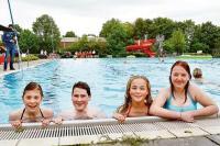 Saisonstart: Schwimmer wagen sich ins 15 Grad khle Wasser