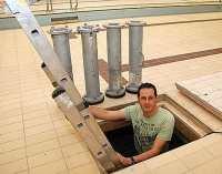 Hallenbad Bsel: Abtauchen im doppelten Boden