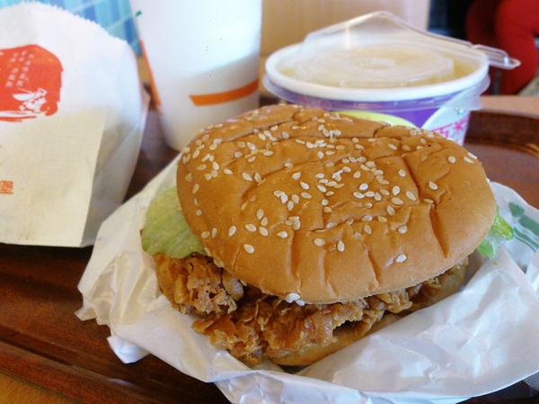 """【丹丹漢堡】高雄速食店南霸天""""高CP值""""中西套餐""""漢堡"""