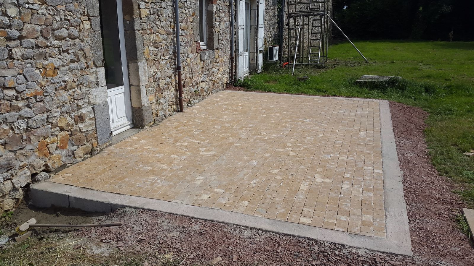 Dalle Terrasse Sur Sable Creation Terrasse En Terrasse Ronde Paves Beton Sable Emouvant