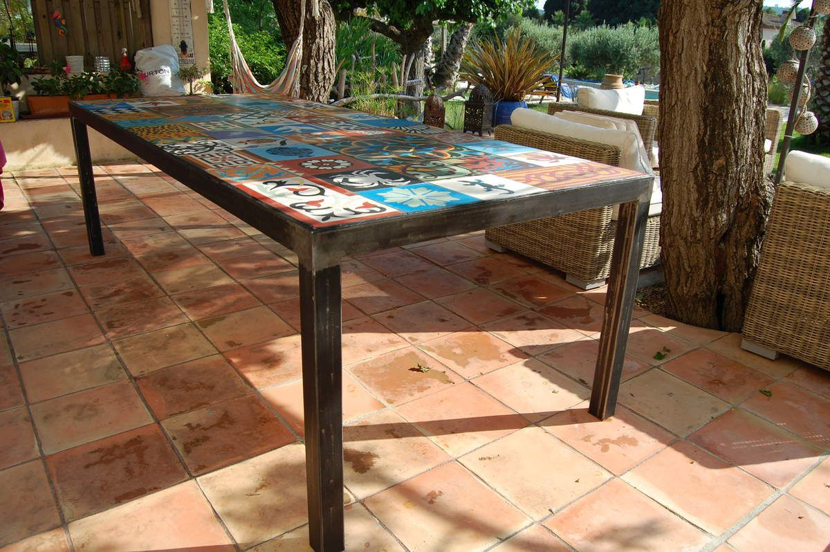 Carreau Ciment Exterieur Table à Diner Métal Et Carreaux De Ciment Atelier