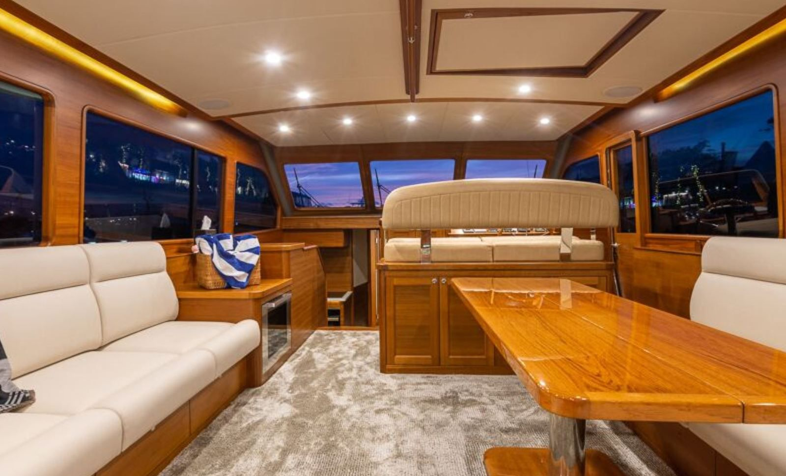 Grand Banks 54 Auf Der 2020 Palm Beach International Boat Show Enthüllt Yachting Art Magazine