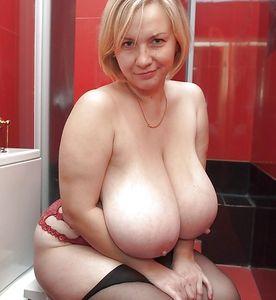sexy cleavage selfie