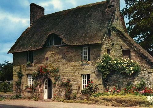 maison normande en torchis et toit de chaume France DOM - prix construire sa maison