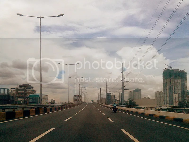Skyway en route to Ayala