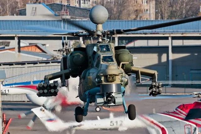 Desde la perspectiva delantera se pueden apreciar algunos de los cambios en el Mi-28NM: los misiles Jrizantema en el ala izquierda y el equipo radioelectrónico encima de las hélices.