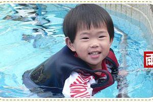 小雨泳池游泳初體驗!試用Splash About 潑寶嬰幼兒功能性泳裝