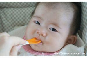 如何藉由「孩子發出的訊息」來調整副食品進度?