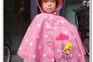 《好物推薦》超可愛又好穿脫的the bears' school斗蓬式雨衣