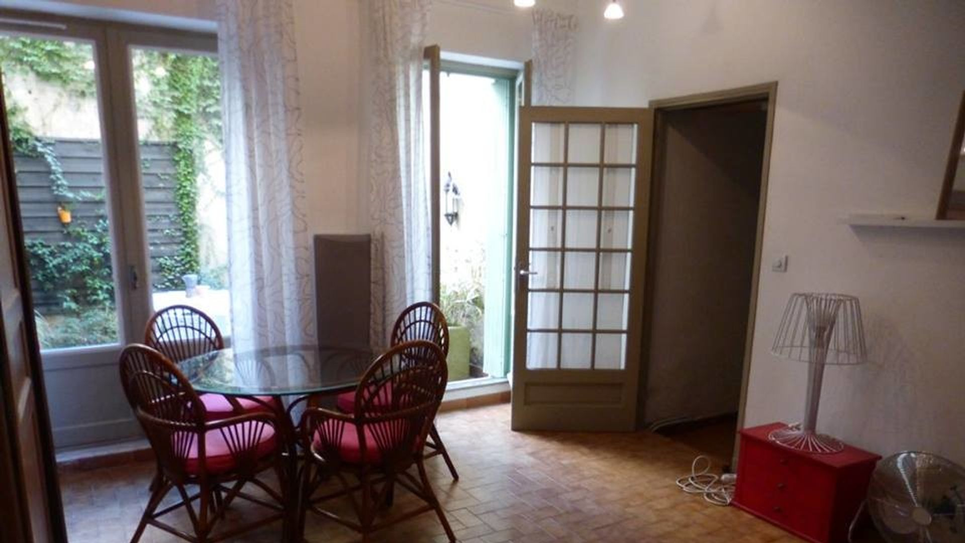 Canape Avignon Salon Center Room In 2 Bed Apt At Ostéopathie Marie Jacquart 6 Rue D
