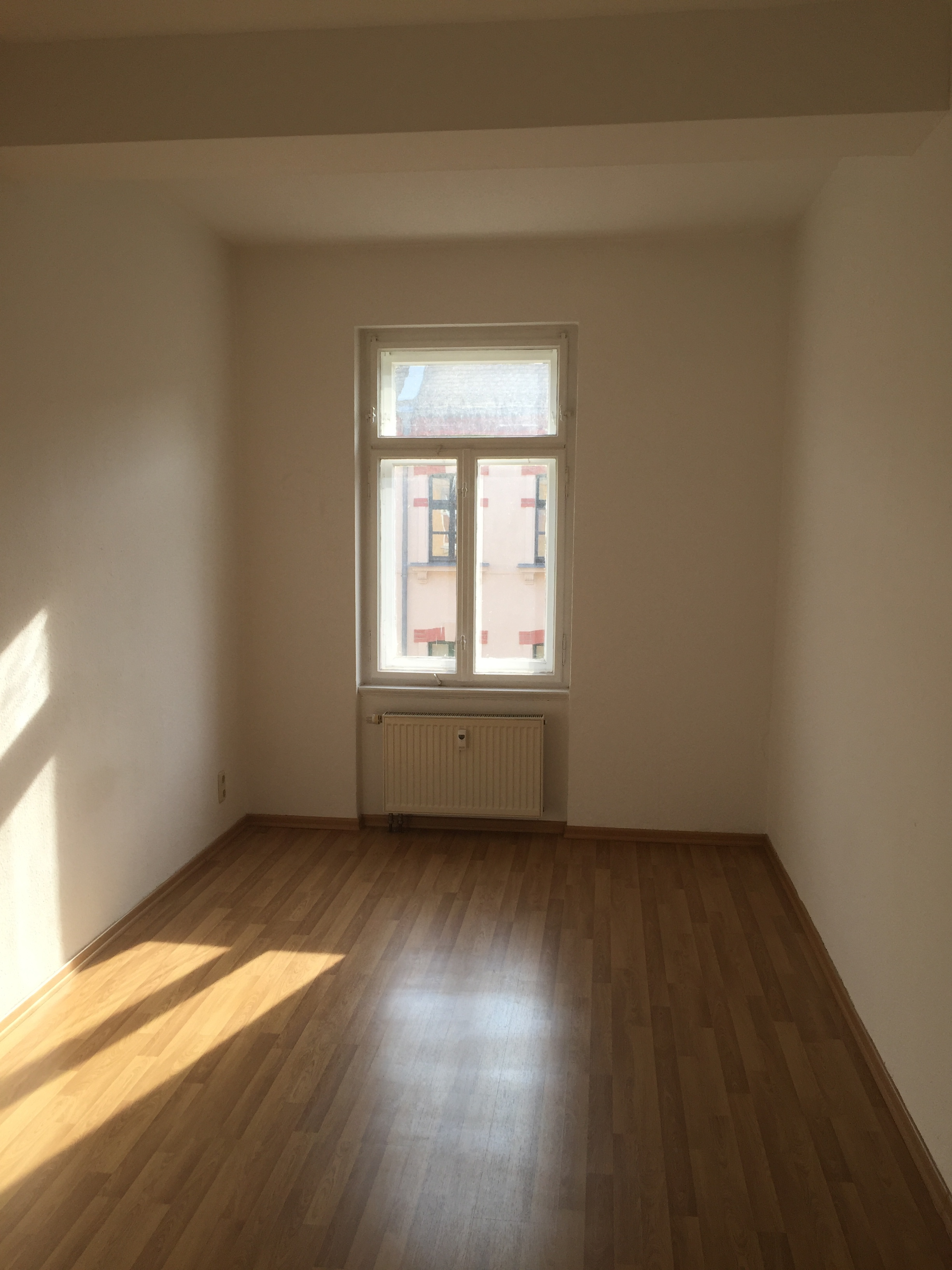 Bad Hell Gefliest 2 Bed Apartment At Hahnemannstraße 11 04177 Leipzig