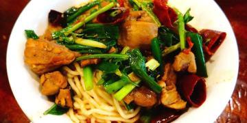 【高雄*食記】五柳食堂 ♥ 鼓山一吃再吃的美味小店 x 香辣干鍋雞拌麵
