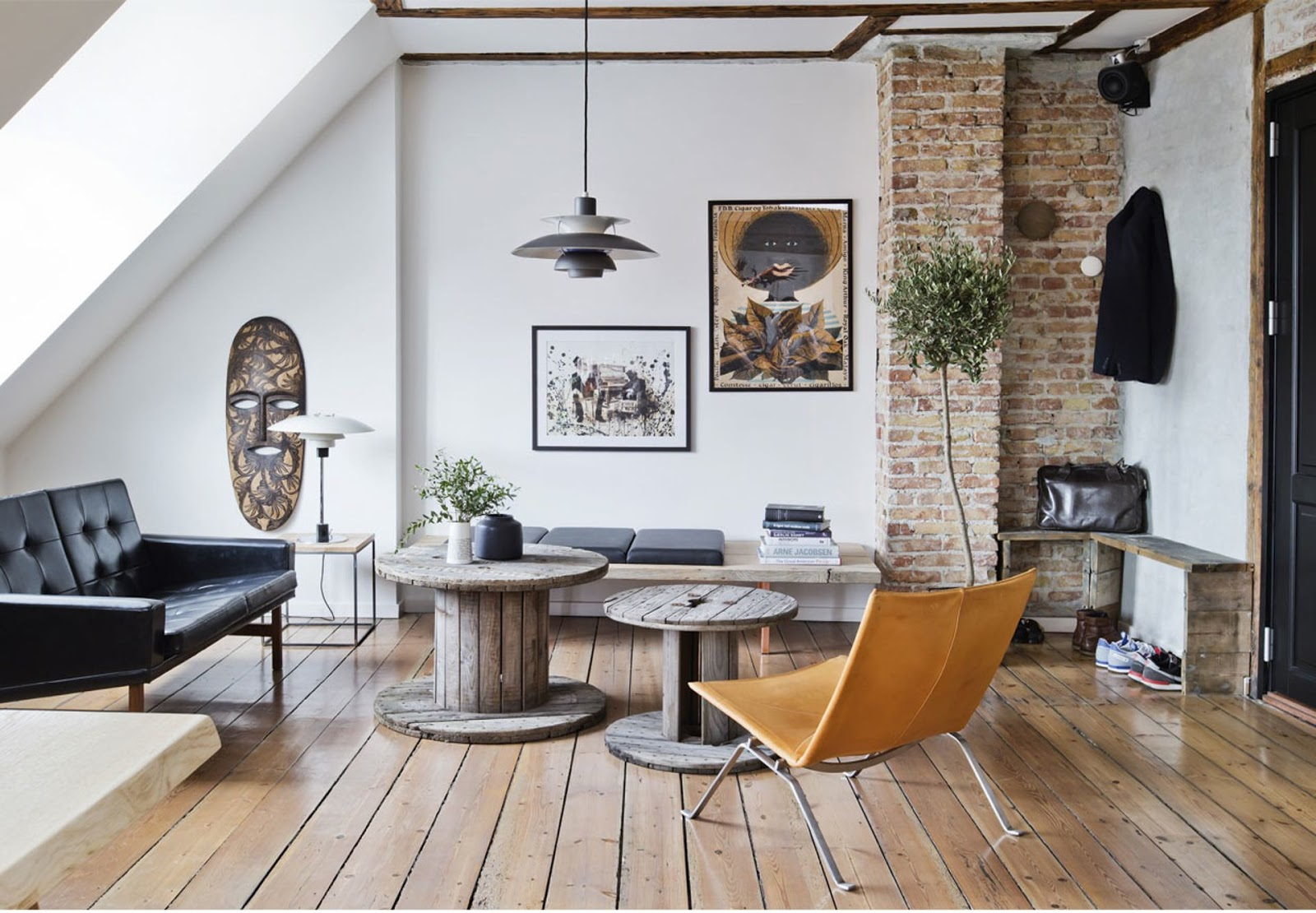 Apartments With Exposed Brick Chic Apartment With Exposed Brick And Rustic Wood Shockblast