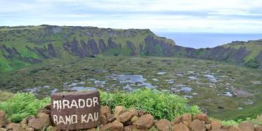《南美》智利復活島。Rano Kau。火山湖。寧靜而致遠的活火山