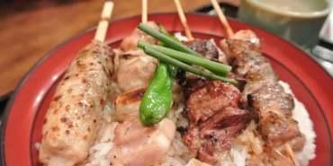《日本》東京。築地市場。鳥藤。不吃生魚我來吃燒鳥~好好吃的米啊~~