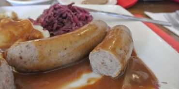 《美國加州》Solvang。丹麥區。Red Viking Restaurant。肉汁香腸一級棒啊