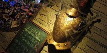 台北。woops bistro bar。來古堡與武士喝杯酒再走吧