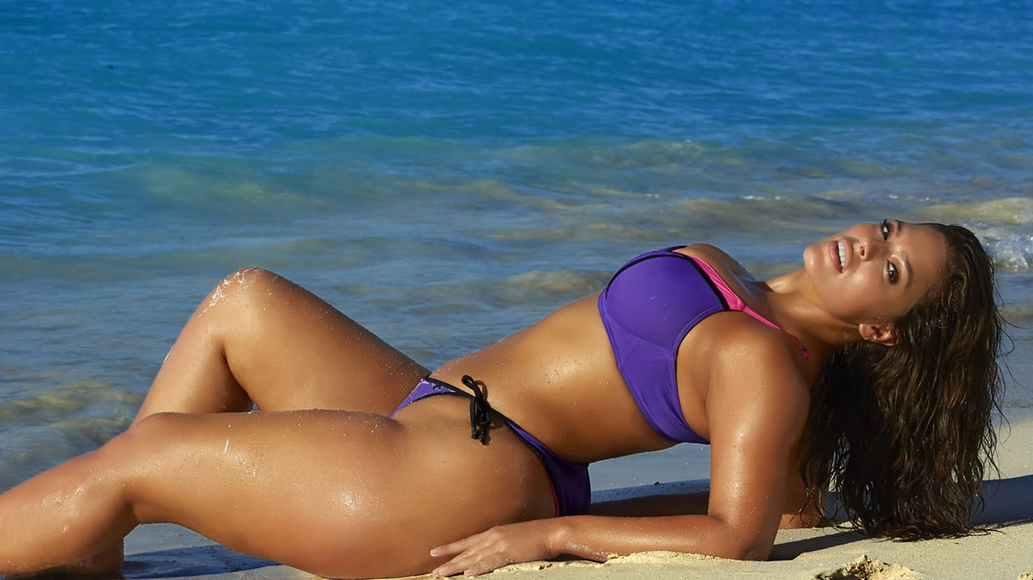 Alex Morgan Quotes Wallpaper Meet Ashley Graham The Sports Illustrated Swimsuit Issue