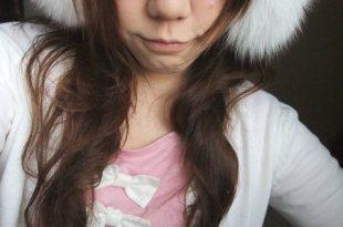 [分享] 冬日穿搭毛茸茸~灘羊毛背心、狐狸毛耳罩、針織衫