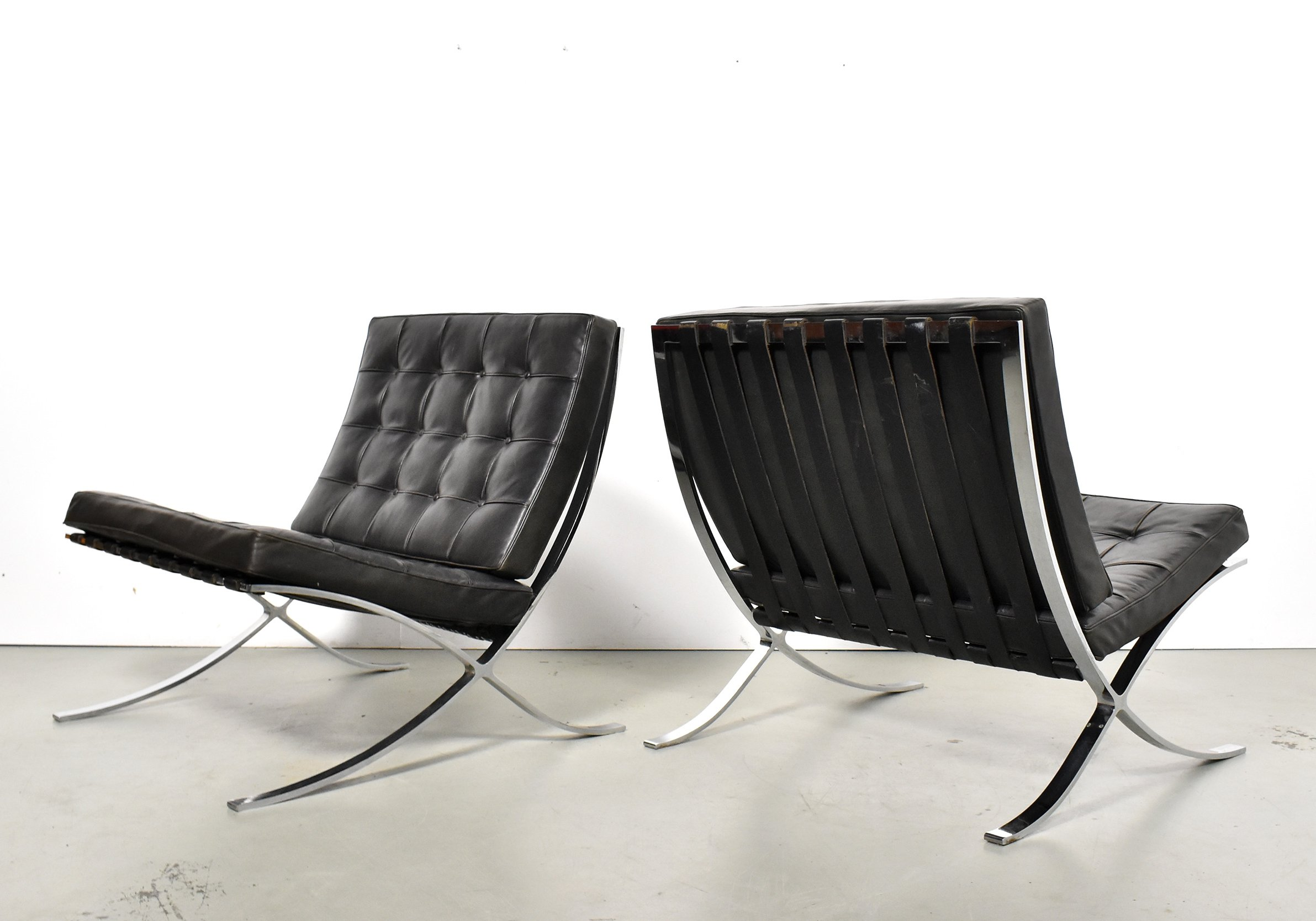 Early Pair Of Ludwig Mies Van Der Rohe Barcelona Chairs For Knoll International 1960s 118696